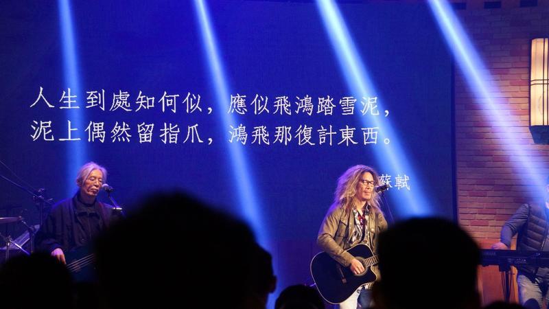 朱頭皮更把《魂囚西門》劇中一段引自蘇軾的台詞改編成歌曲,用唱的表達對角色以及對人生特有的想法。(公視提供)