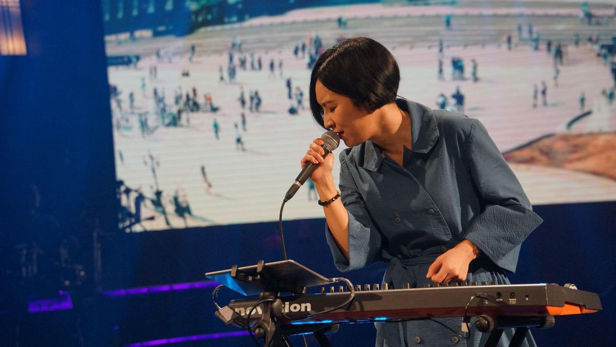 法蘭黛在節目中也演唱法蘭黛版的〈挪威的森林〉。(公視提供)