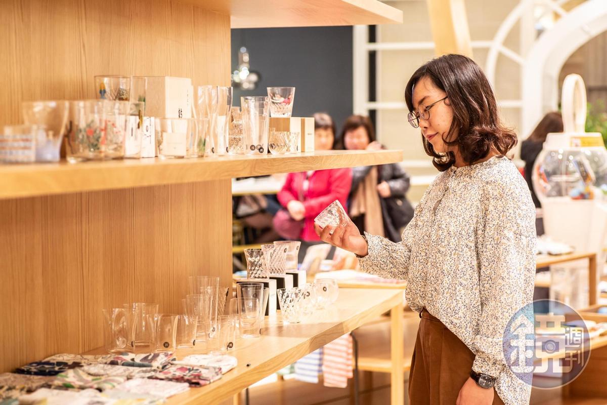 小器生活有販售不同款式的梅酒杯。
