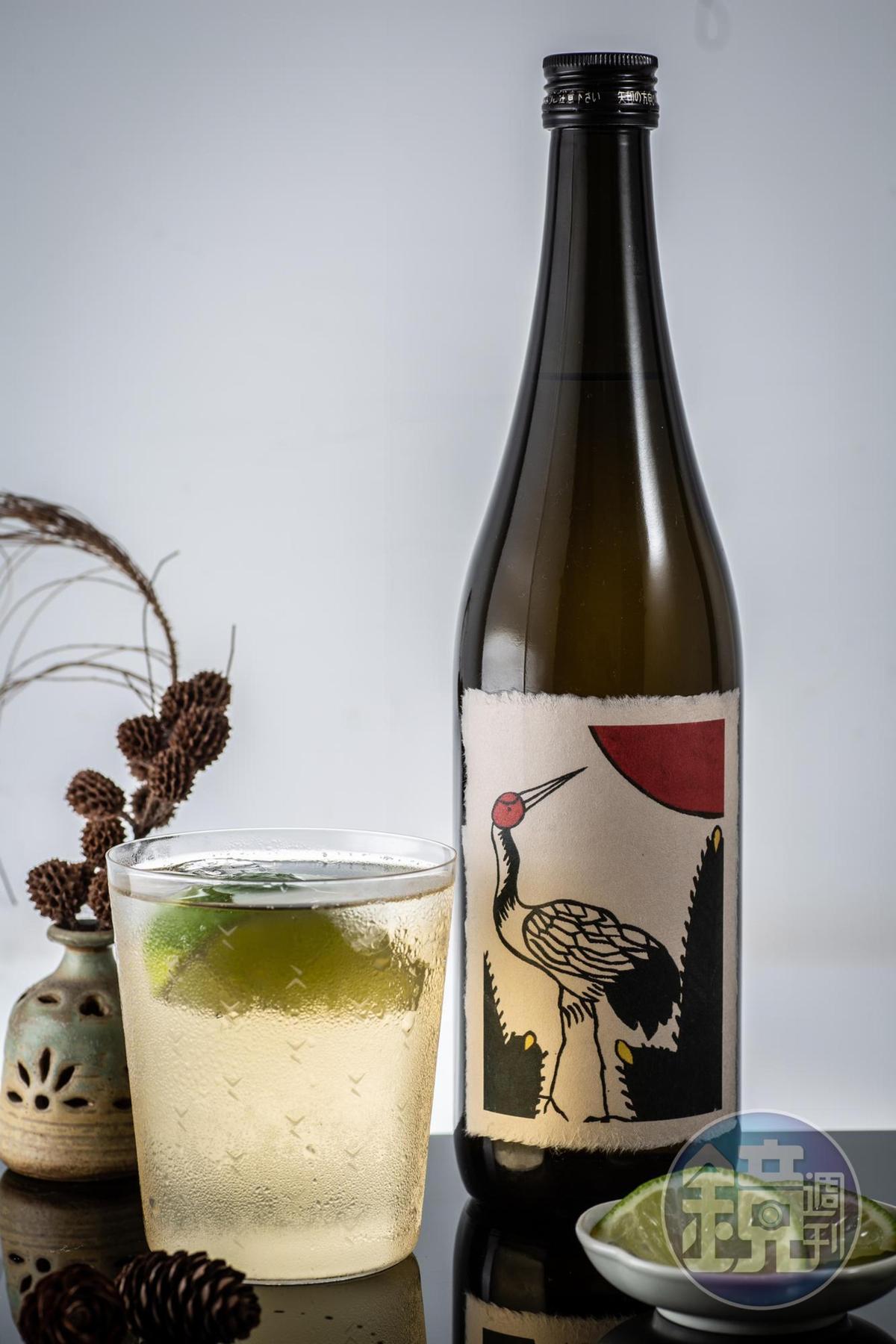 「八木松鶴威士忌梅酒」濃度高達25%,酒感強烈,但桶味沒這麼重,口感柔順不辛辣。(1,690元/瓶)