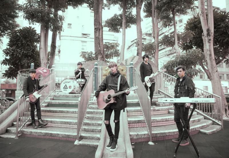 八三夭將在3月20日推出《一事無成的偉大》自選作品輯,新歌〈外婆的告別式〉是主唱阿璞的真實故事。(滾石唱片提供)