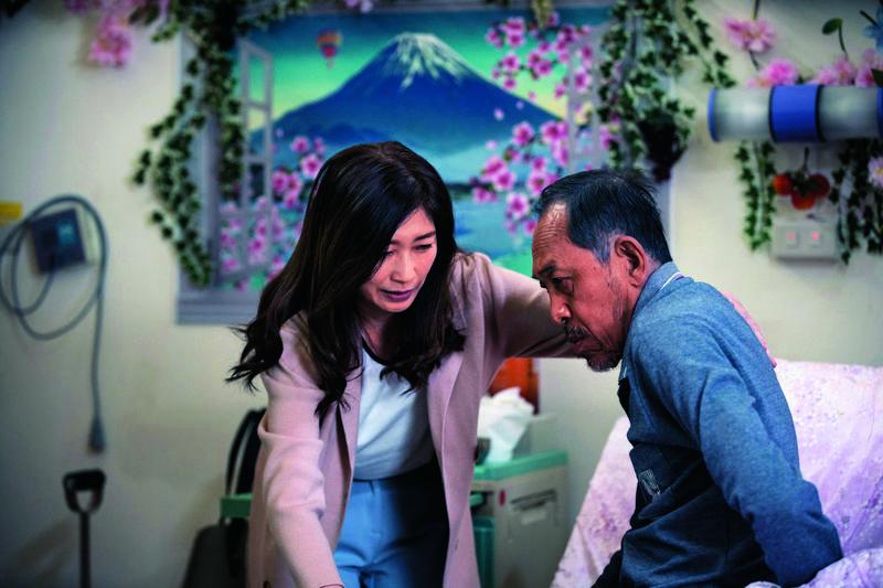 《老大人》娓娓道出現實的老人照護問題,老父與一對子女間的處境在演員洗鍊表演下十分有說服力。(威視提供)