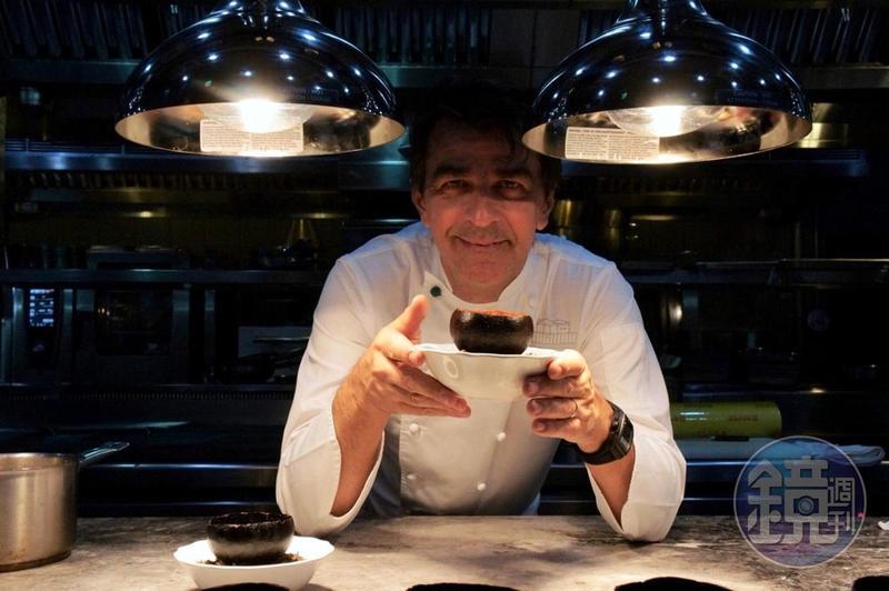 米其林八星主廚亞尼克亞蘭諾(Yannick Alléno)重返台灣遇愛徒一起辦餐會。