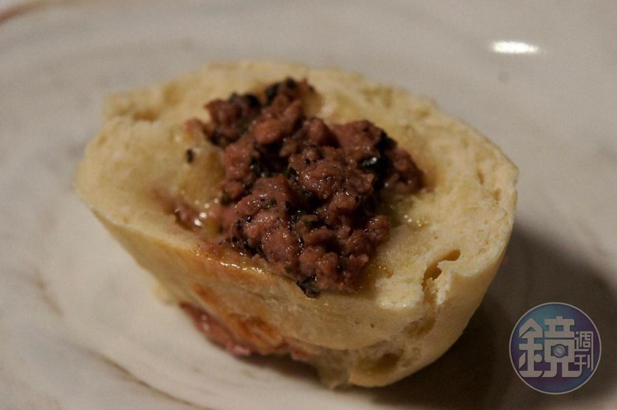 法式肉包調味鮮鹹。