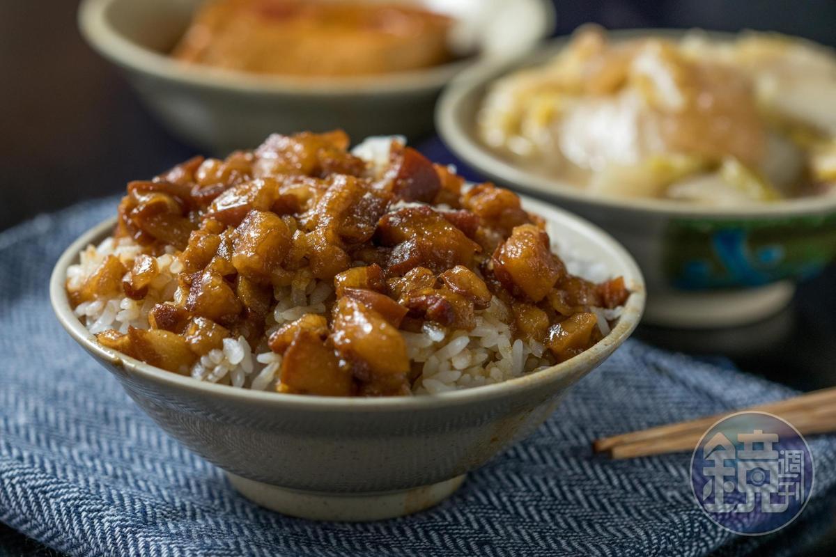 今大魯肉飯的手切「魯肉飯」肥而不膩,膠質黏嘴。(30元/碗)