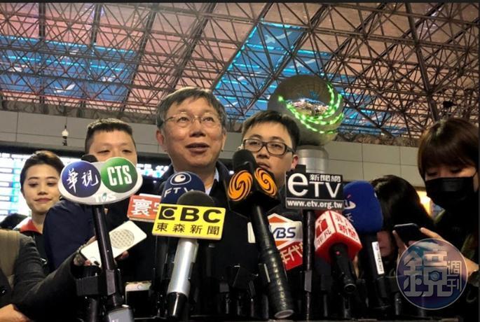 台北市長柯文哲今天晚上啟程訪美,對立委補選結果發表看法。