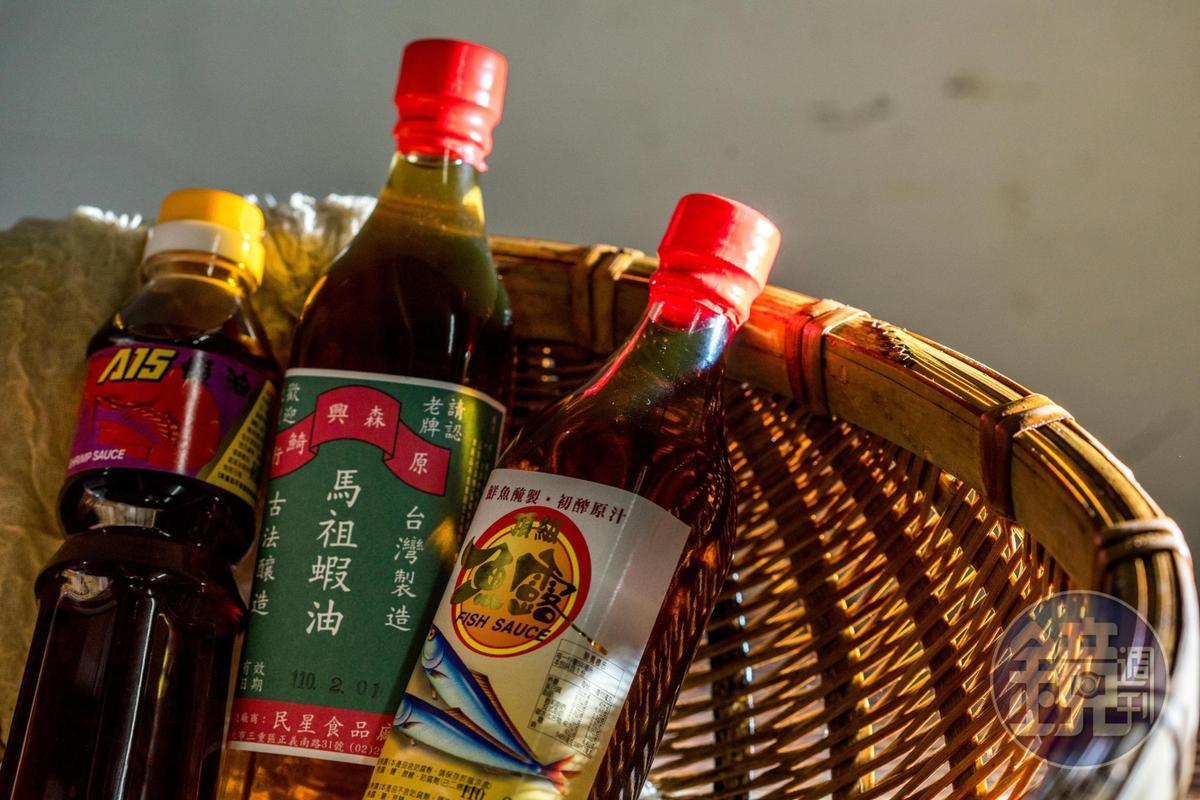 魚露依照抽取的時間分等級,列為「蝦油」的魚露屬於較低等級。(55元~200元/瓶)