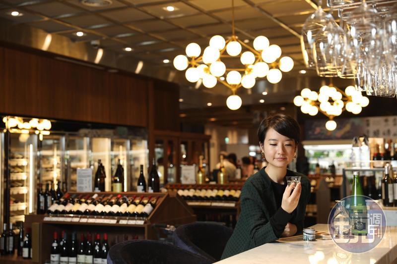 到「微風南山超市」找食材,美食家高琹雯先闖酒吧區。