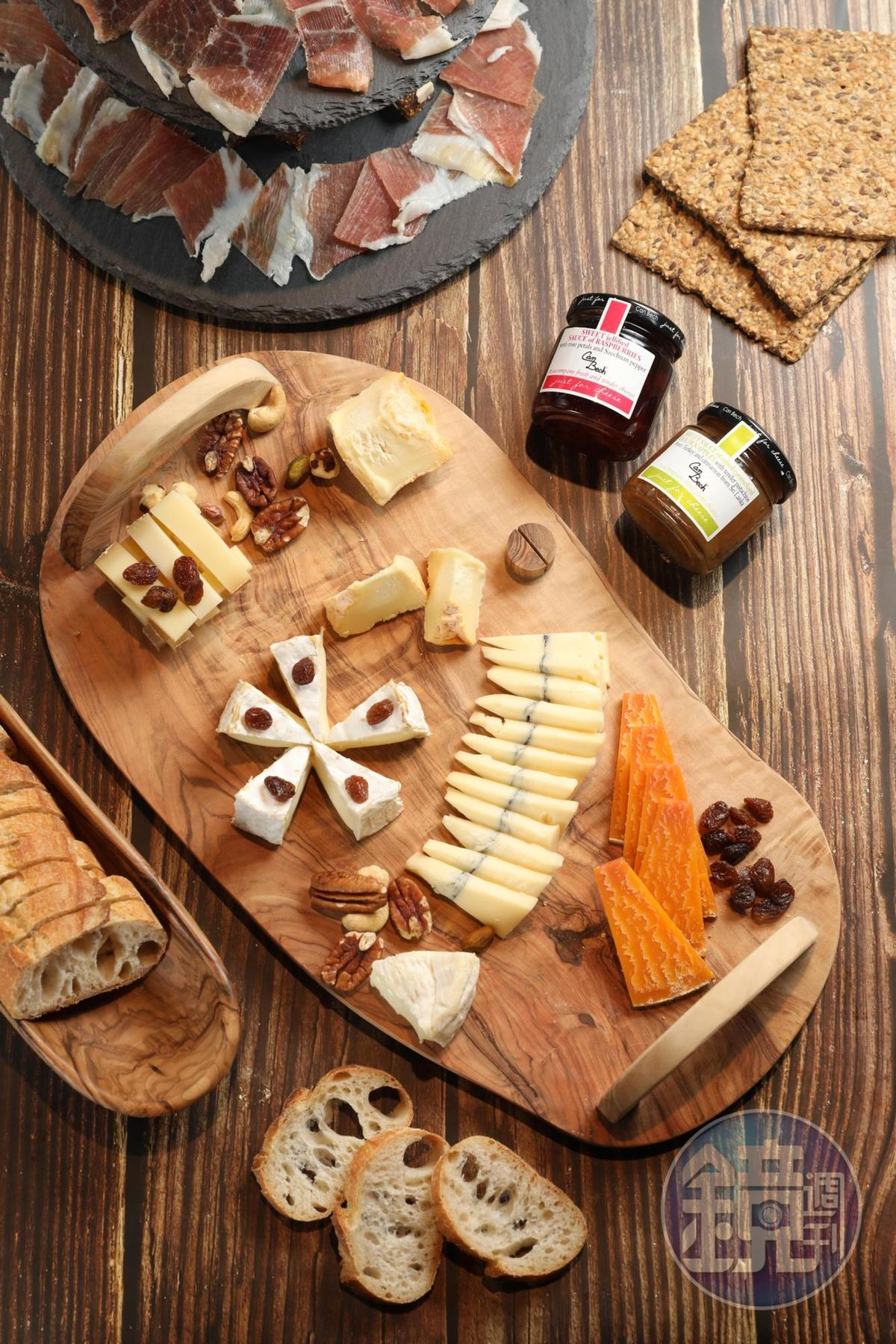 熟成濃郁、口感多樣的法國起司( 圖示為200~380元/100克),可以搭配起司專用果醬。(480元/罐)
