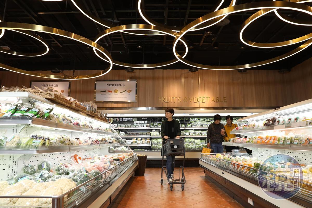 空間寬敞的「微風南山超市」,選品多樣。