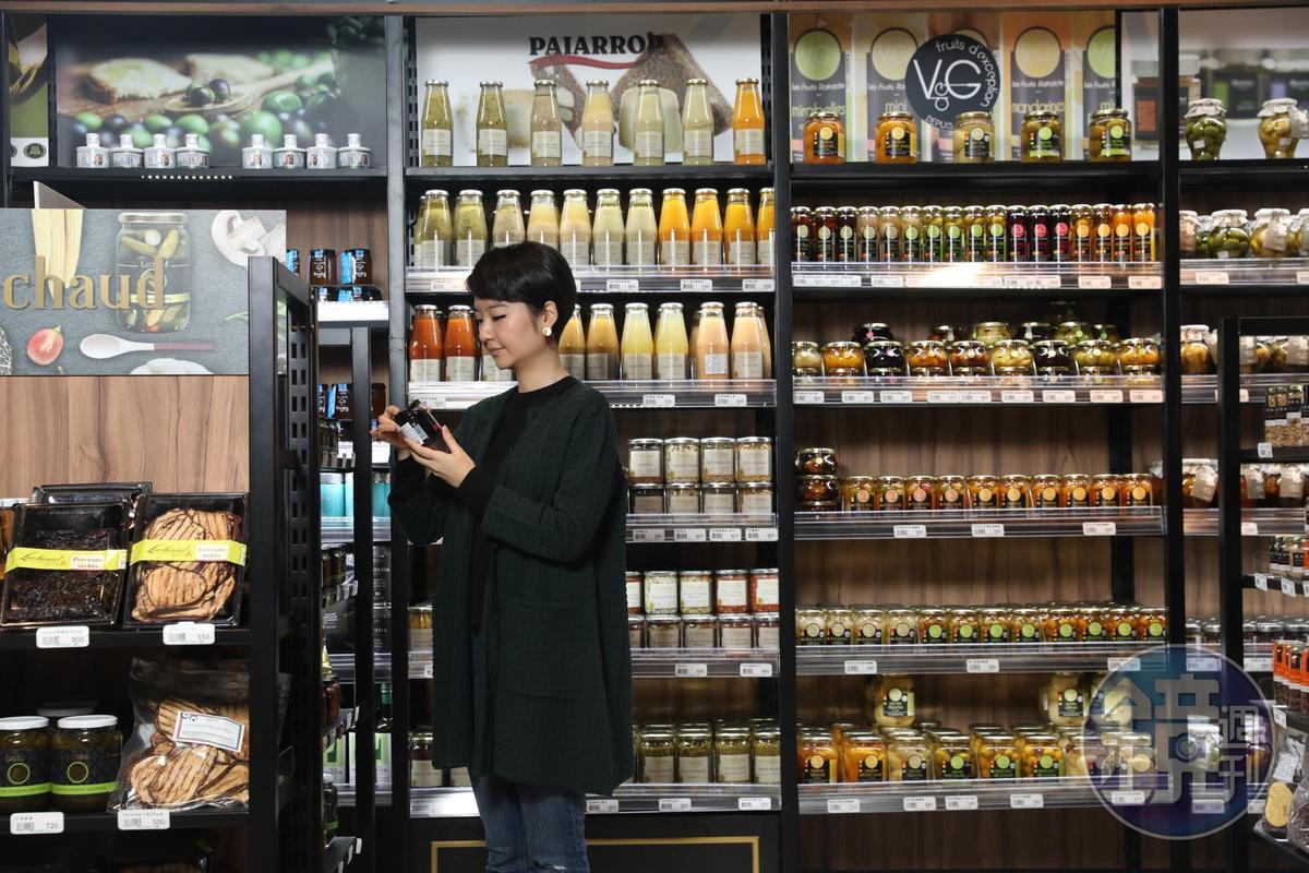 歐洲超市常見的玻璃瓶裝的醃漬蔬果、冷湯;辣根醬、酒醋、薄荷醬等,微風超市也有提供。