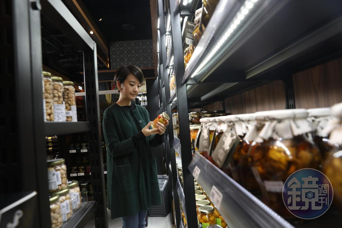 華麗的「微風南山超市」,讓美食家高琹雯(Liz)驚喜發現許多好趣食材。