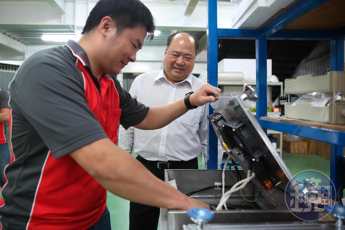 家族事業興龍牌熱水器是做大電,讓林永祥決定把動輒3千瓦起跳的商用電磁爐當成轉型主力產品。