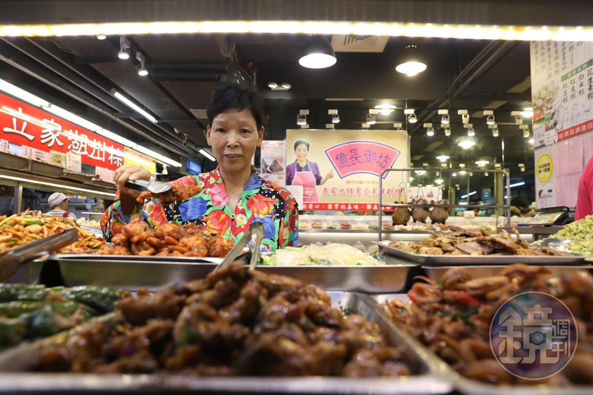 「億長御坊」老闆朱億長料理多樣火候菜,政商名人都成粉絲。