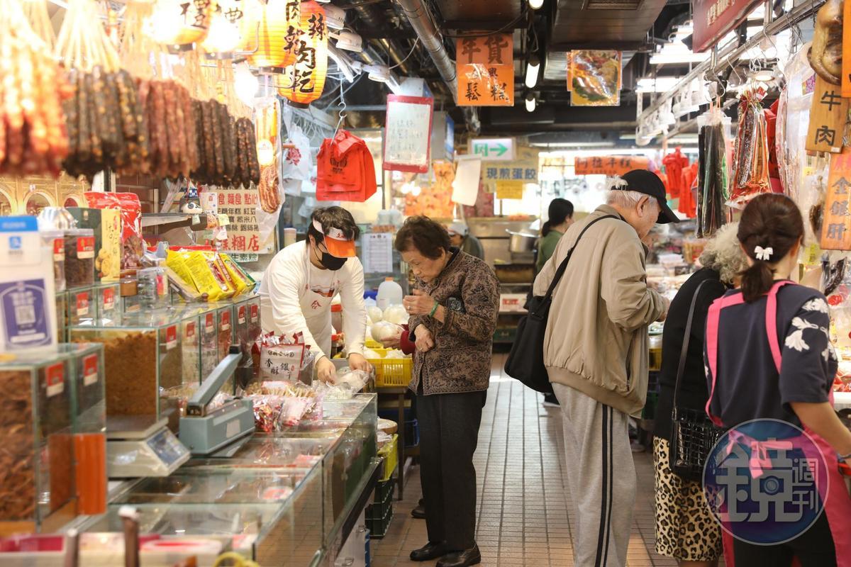 南門市場以提供多樣的南北貨、江浙料理食材聞名。