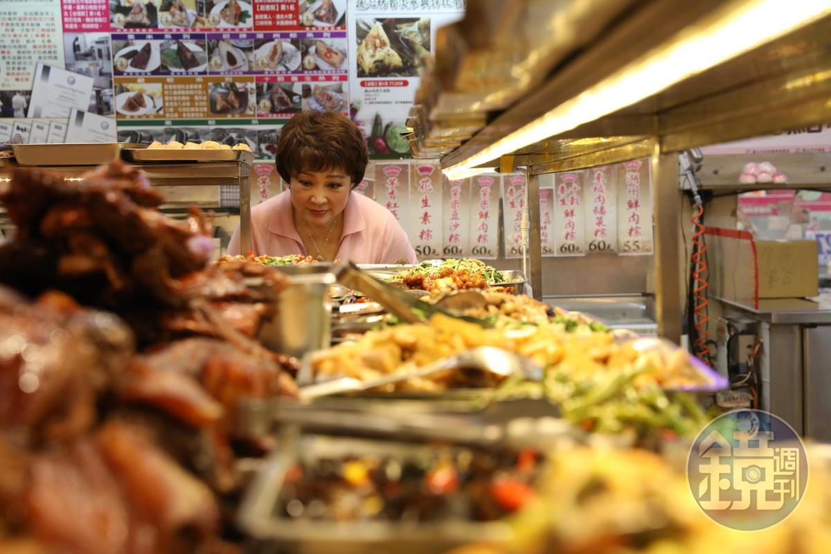 「億長御坊」的功夫菜,把已故烹飪大師傅培梅及她的女兒程安琪的嘴全收服。
