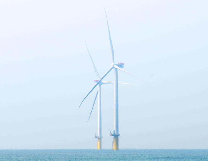 象徵台灣發展綠能指標的離岸風電,預定2025年將設置700座離岸風機。(行政院提供)