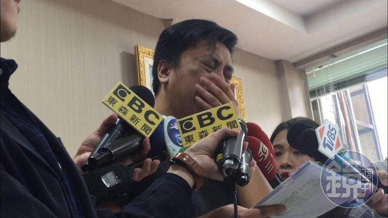 張書維在記者會現場痛哭失聲,還多次公布被害人姓名。