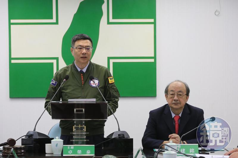 民進黨主席卓榮泰今在中常會主動拋出總統黨內初選協調期延後的議題。