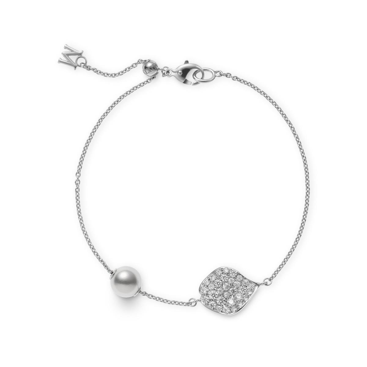 Les Pétales Place Vendôme日本Akoya珍珠鑽石玫瑰花瓣手鍊。NT$231,000(MIKIMOTO提供)
