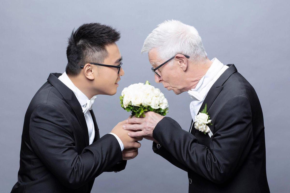 許常德為兩人安排拍婚照,讓兩人留下很甜蜜的回憶。(趙守泉提供)
