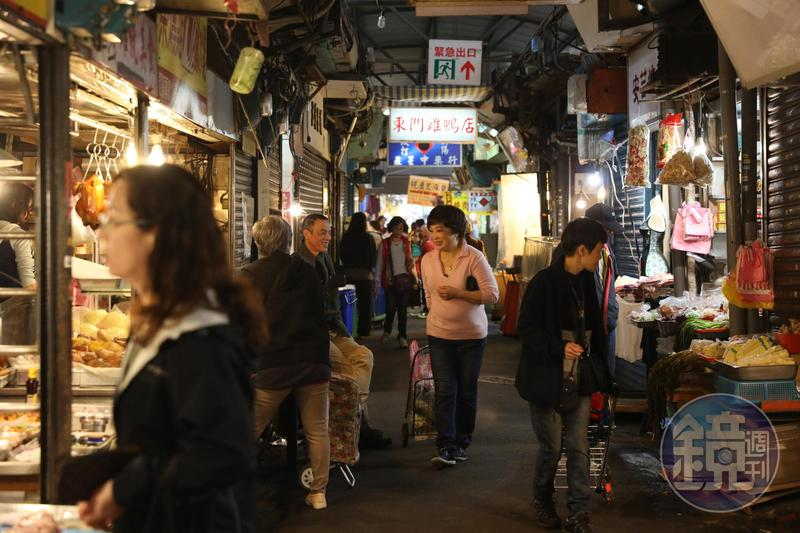 從傅培梅到程安琪(圖中),這跨越兩代的料理母女名人,對「東門市場」都有深厚情感。
