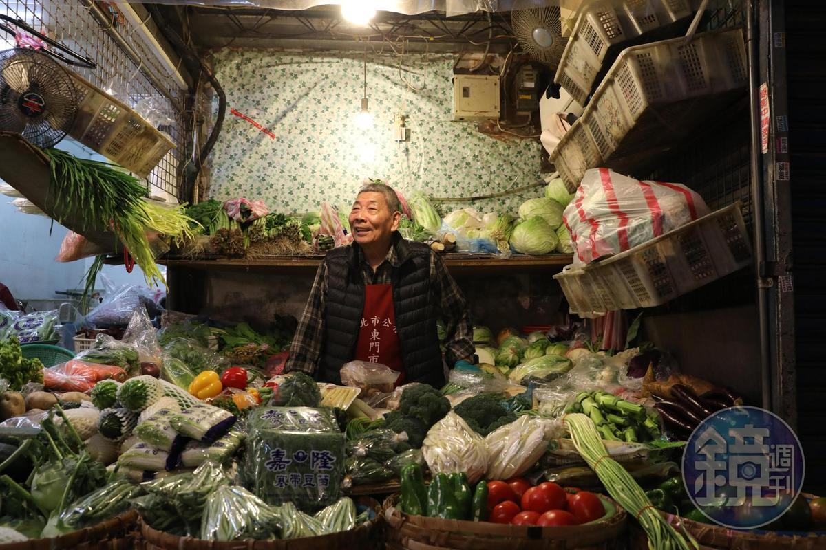 「老林蔬菜」老闆林朝清每日親自挑選蔬菜,種類多,品質新鮮。