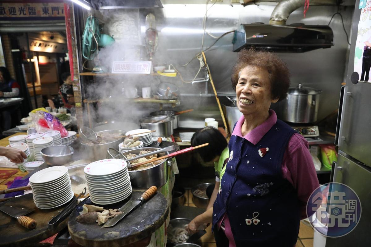 程安琪最喜愛羅媽媽為客人烹煮很費時內臟料理的心意。