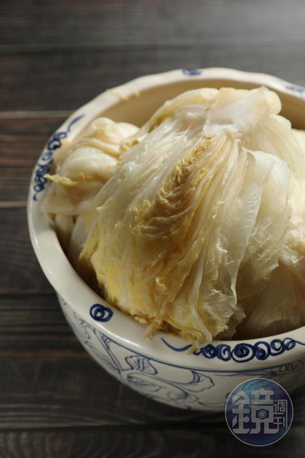 手工「酸白菜」有乳酸香氣。(110元/斤)