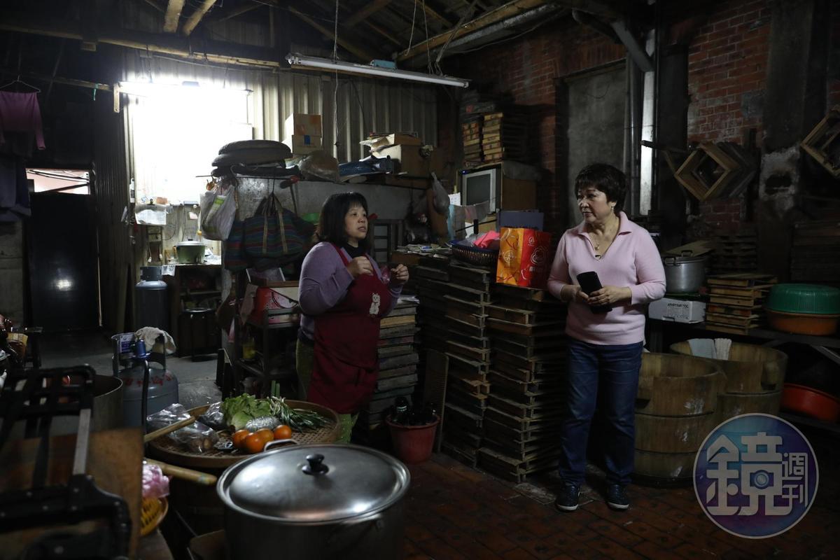 「阿香豆腐」三代就居住在攤子後方。