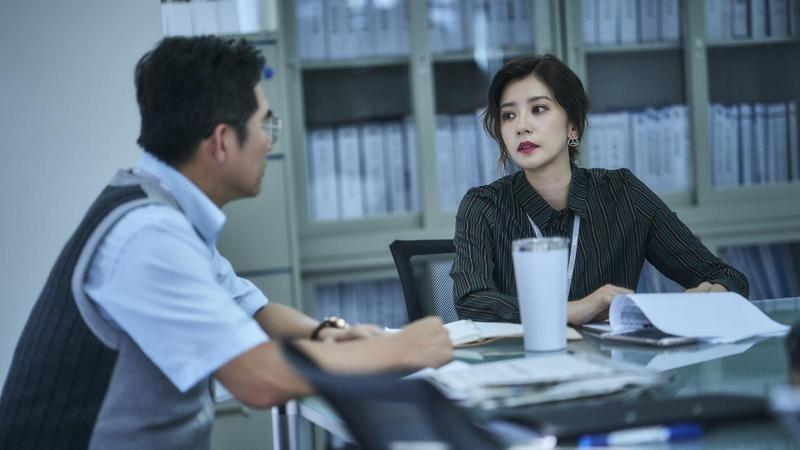 《我們與惡的距離》中女強人角色,讓賈靜雯一度考慮是否接演。(公視提供)