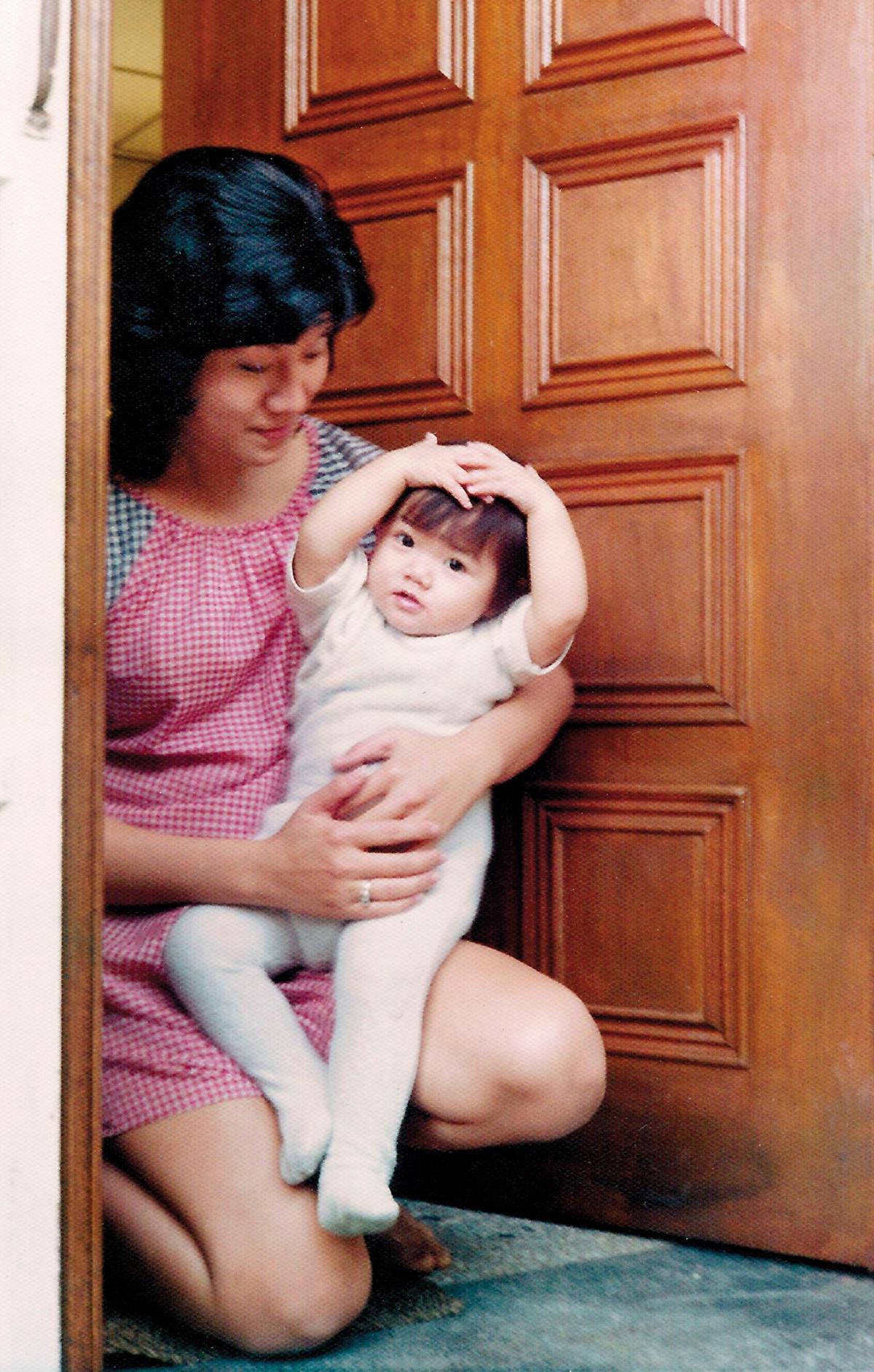 Phyllis的父母離婚後,母親和她相依為命,也處處影響Phyllis求學、出國和結婚的決定。(Phyllis提供)