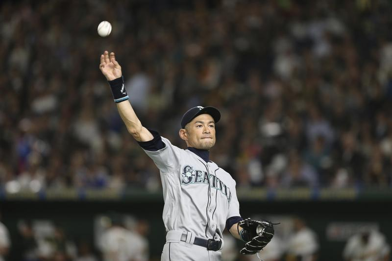 日本旅美職棒球員鈴木一朗21日於東京巨蛋宣布引退,讓球迷十分不捨。(東方IC)