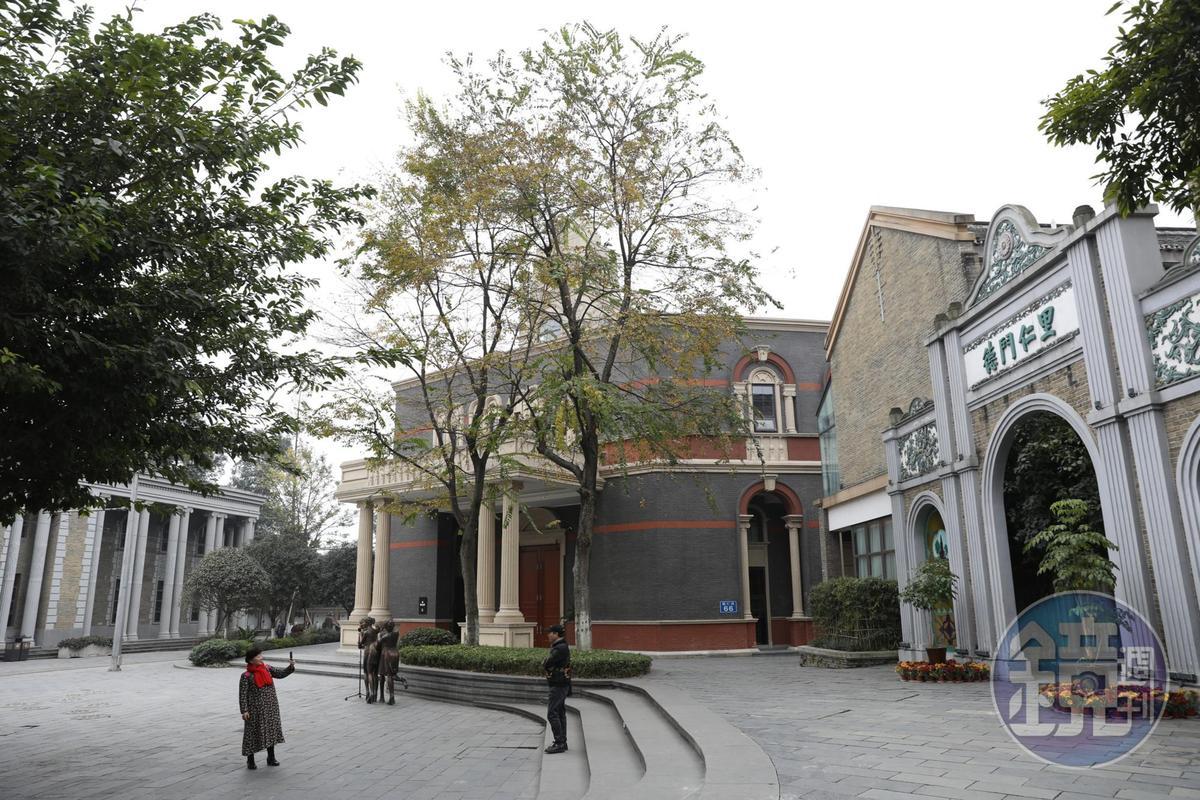 安仁古鎮是個歷史可上溯至西元620年的古鎮,也是近代川西的政治、經濟中心,頗多中西合璧的建築。