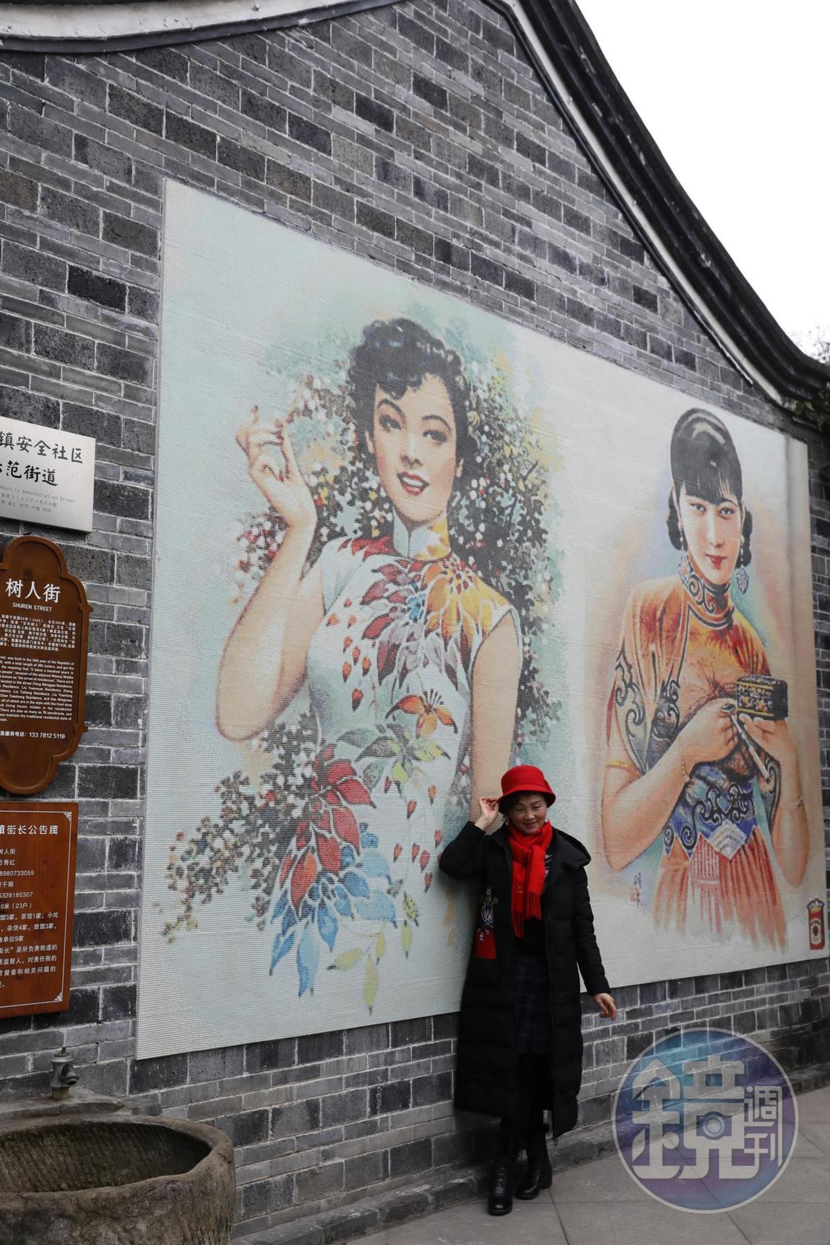 古鎮打造民國風情街,處處都是旗袍意象。