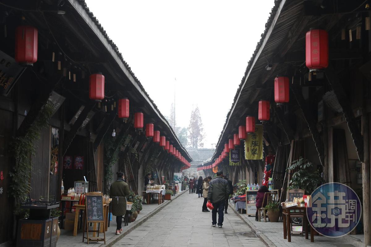 保存完好的古鎮街道,仍有當地人生活其中。