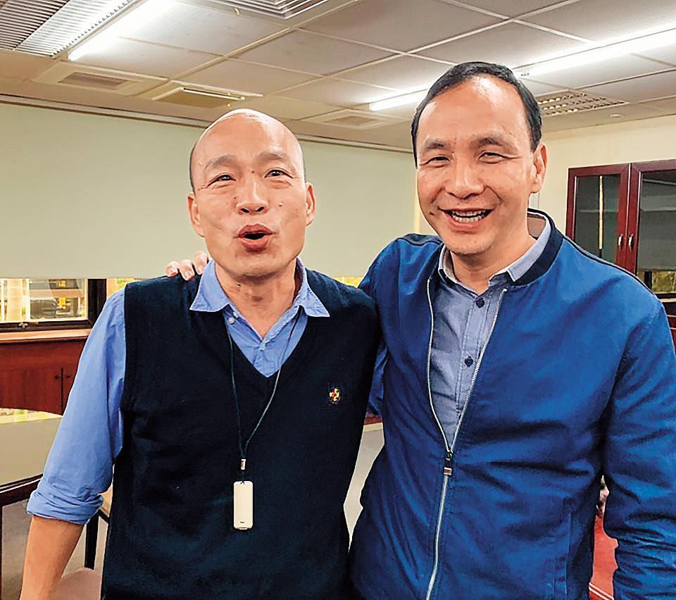 妙天認為藍營的勝利方程式是吳王配,前新北市長朱立倫(右)則出任行政院長,高雄市長韓國瑜(左)擔任競選總幹事。(翻攝朱立倫臉書)