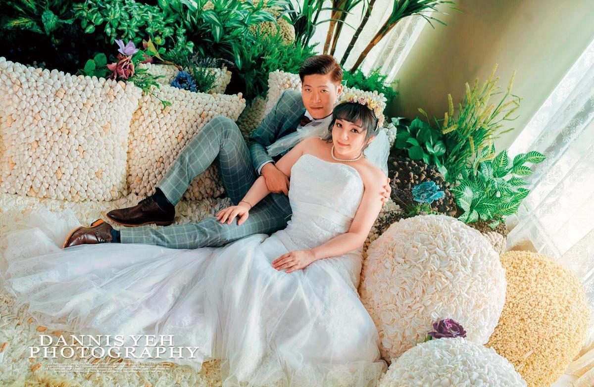 凌葳威(右)去年閃電嫁給小她11歲的岳子樓(左),結婚至今快1年,不時在臉書放閃。(翻攝自岳子樓臉書)