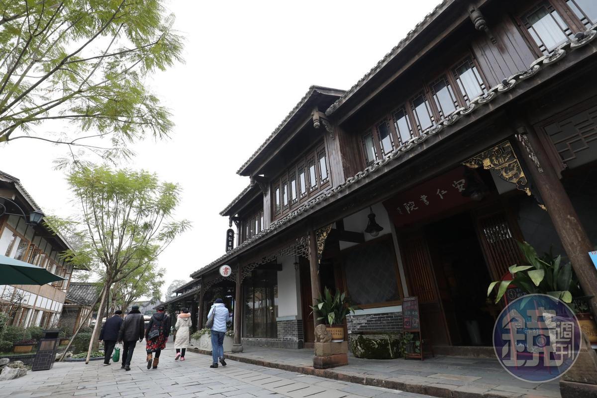 安仁書院位在一棟兩層樓的復古小樓裡。