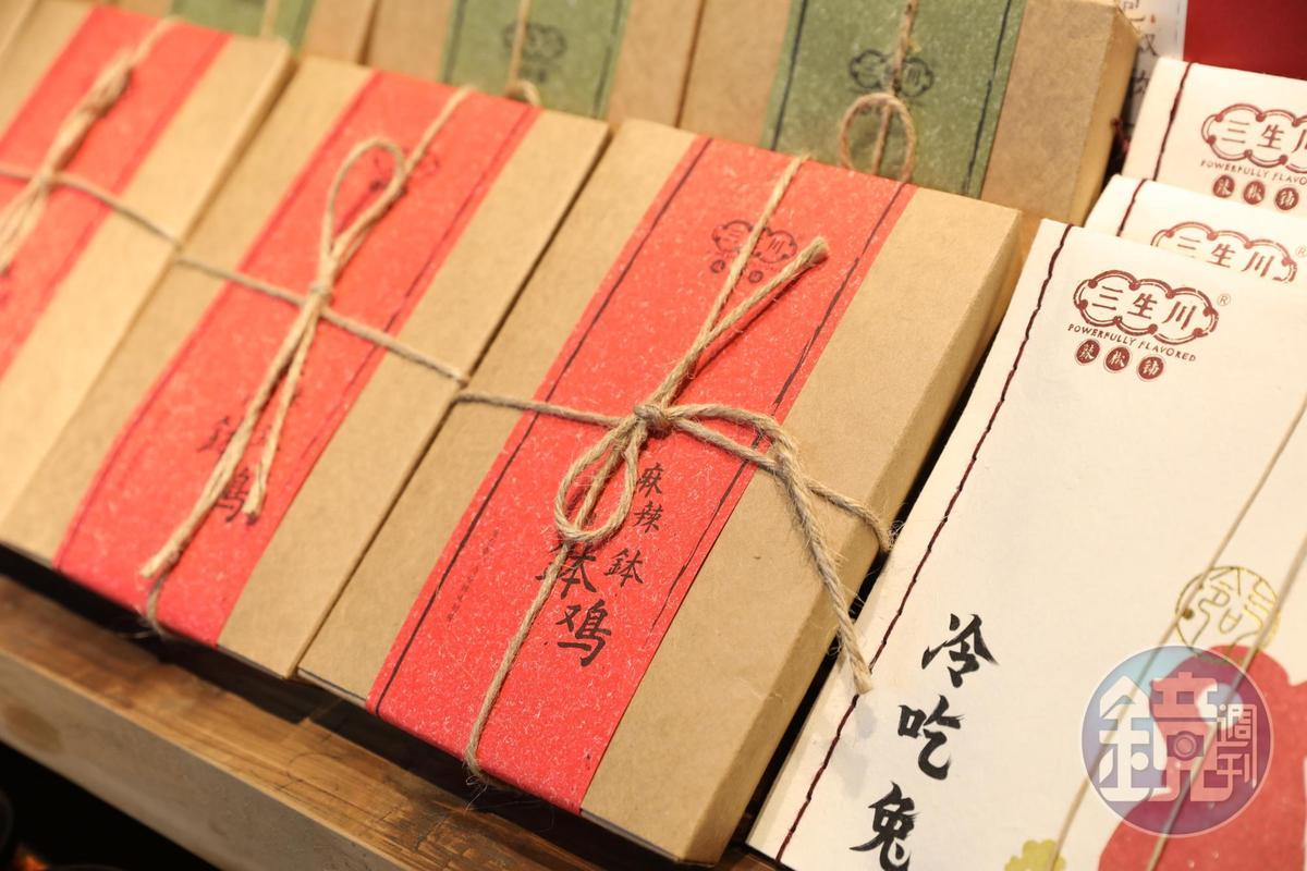 包裝走復古風格,裡頭裝的是四川美食。