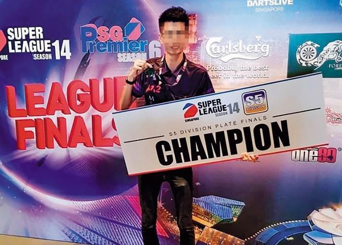 王男在新加坡是飛鏢競技選手,不排除是來台比賽,順便帶女友來「處理」小孩。(翻攝臉書)