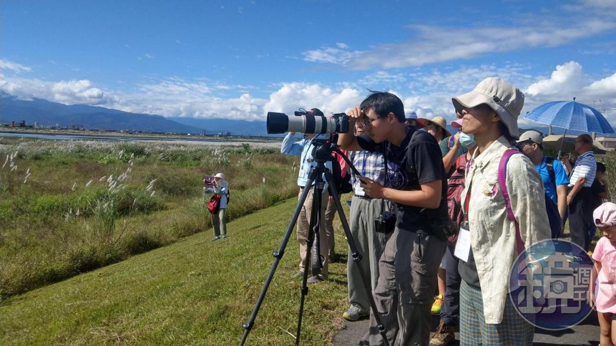 除了種田賣米,林哲安還會帶活動、導覽賞鳥等行程,賺取外快。(林哲安提供)