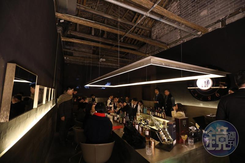 安仁古鎮上新開幕的「安仁新威士忌思想空間」,位在實境劇的舞台後方,看完精彩演出,最適合來這兒與好友把酒言歡。