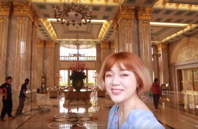 美妝網紅沛莉Peri近日開箱公布帝寶內部,豪奢裝潢有如飯店。(翻攝自Youtube)