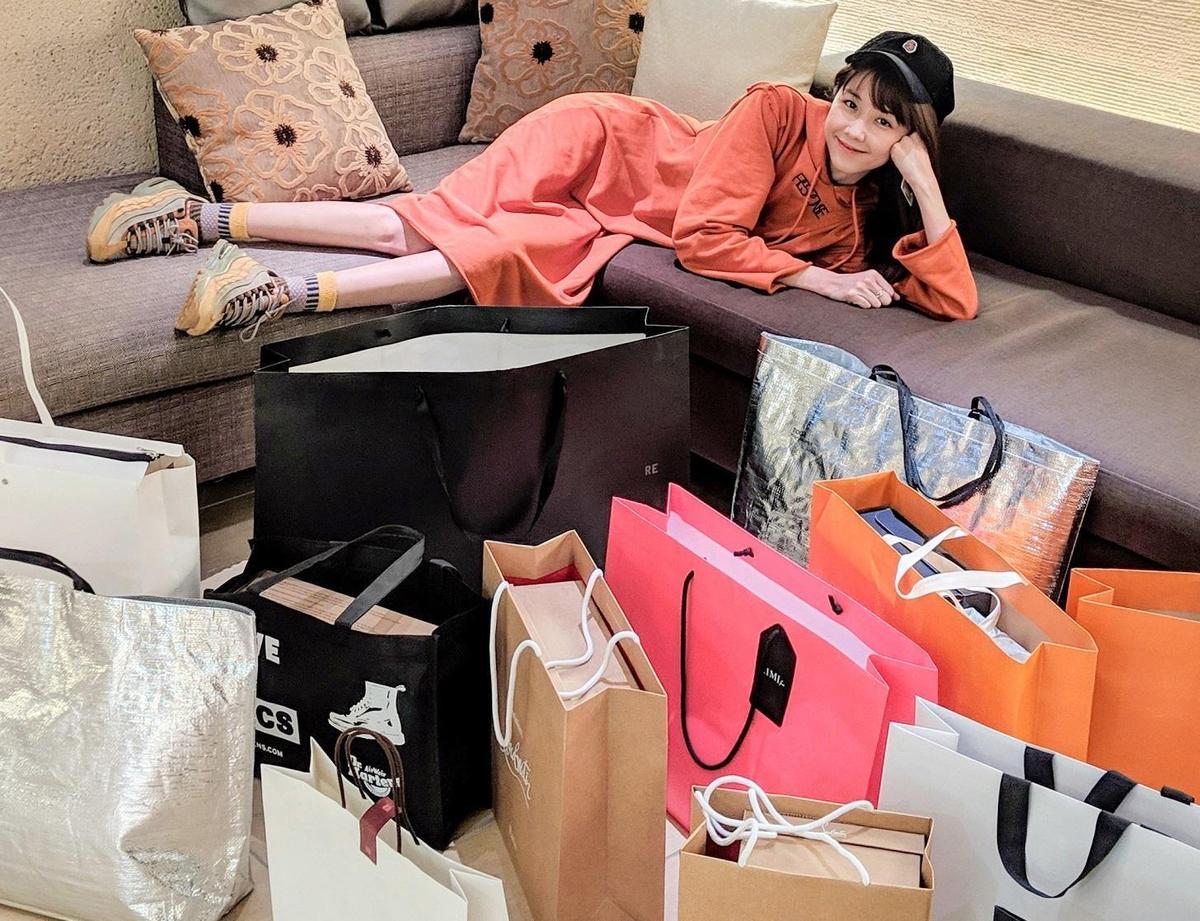 在日本置裝,邵雨薇買了35萬台幣。(寬宏提供)