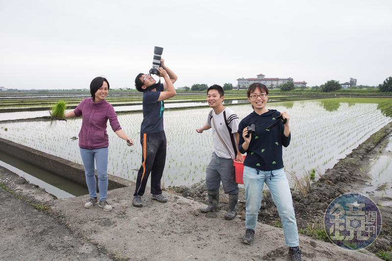 新南田董米團隊成員包括張家昀(左起)、林哲安、洪啟哲與周雅淇,4個年輕人拍照時還會擺出搞笑動作,相當逗趣可愛。
