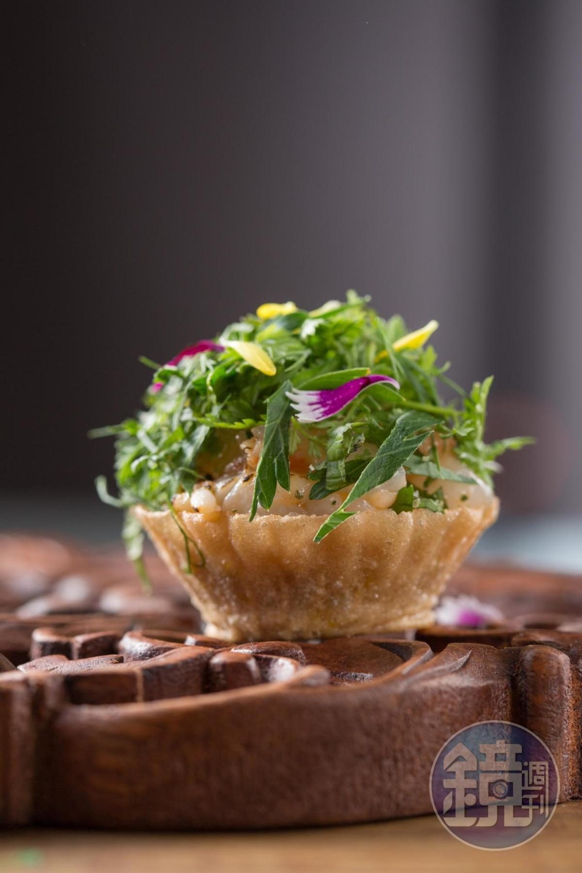 JL Studio鎮店招牌的開胃菜「杯子粿」(Kueh Pie Tee)是結合馬來香料與華人手法烹調的「娘惹菜」。