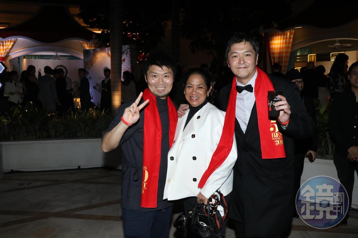 今年蟬聯日本最佳餐廳的「Den神保町傳」主廚長谷川在佑(左)亦獲得「Chefs' Choice Award主廚之選獎」,旁為曾獲亞洲最佳女主廚頭銜的Margarita Forés(中)及今年 名列第5的東京「Florilège」主廚川手寬康(右)。