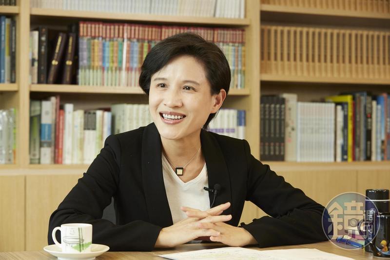 鄭麗君申報超過16億元,蟬聯內閣財產王。