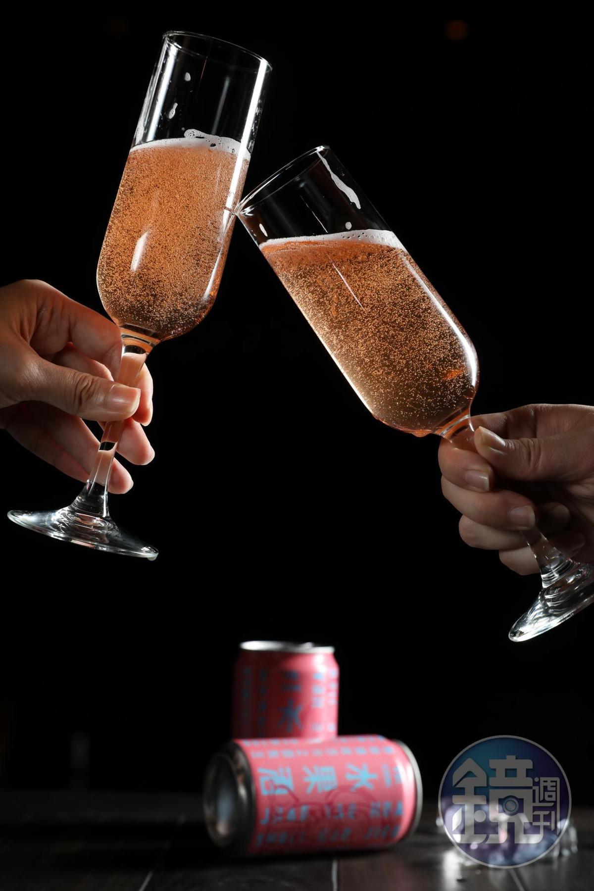 以蘋果酒為基底的「招桃花水果酒」是臺虎火紅酒款。(7-ELEVEN 獨賣,69元/罐)
